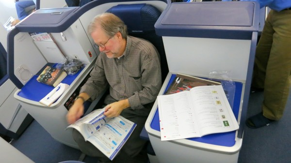 Middle seat in business class on ANA's Boeing 787 Dreamliner. Look at all that space to spread out and work! (Photo: Chris McGinnis)