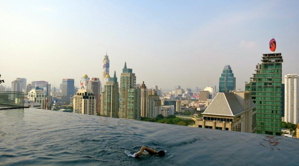 Dramatic rooftop pool at the brand new Okura Prestige hotel in Bangkok (Photo: Chris McGinnis)