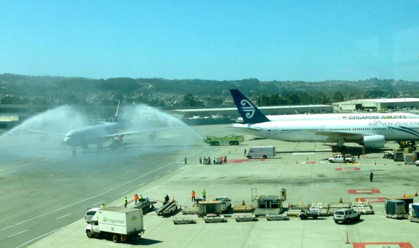 The first SAS A340 arrives at SFO to a water cannon salute (Photo: Joe D'Alessandro)