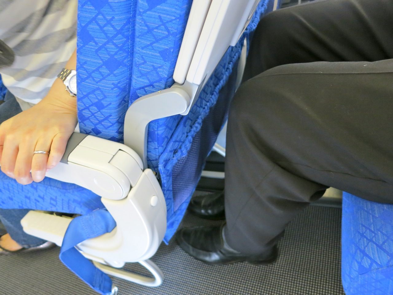 Knee room in economy on Cathay Pacific's B777-300ER (Chris McGinnis)