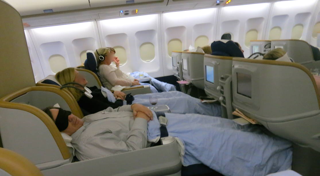 Angled lie-flat seats in SAS business class (Photo: Chris McGinnis)