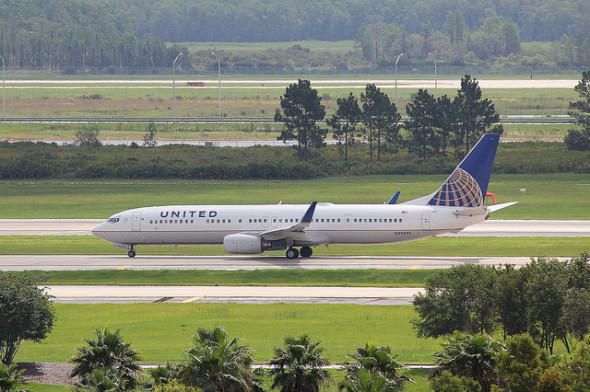 A United 737-900 in Orlando (DolceLuxury)