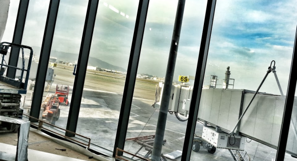 Looking out the big picture window toward runways at SFO (Chris McGinnis)