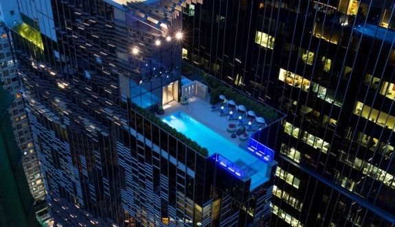 The glass-bottom pool at Hotel Indigo (Photo: Hotel Indigo Hong Kong Island)