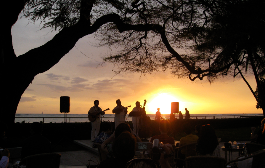 Use your United miles and catch unset at the Halekulani in Honolulu (Photo: Chris McGinnis)