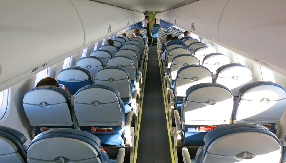 2x2 economy seating (but tight overhead bin space) on a Delta Embraer 175 (Photo: Chris McGinnis)