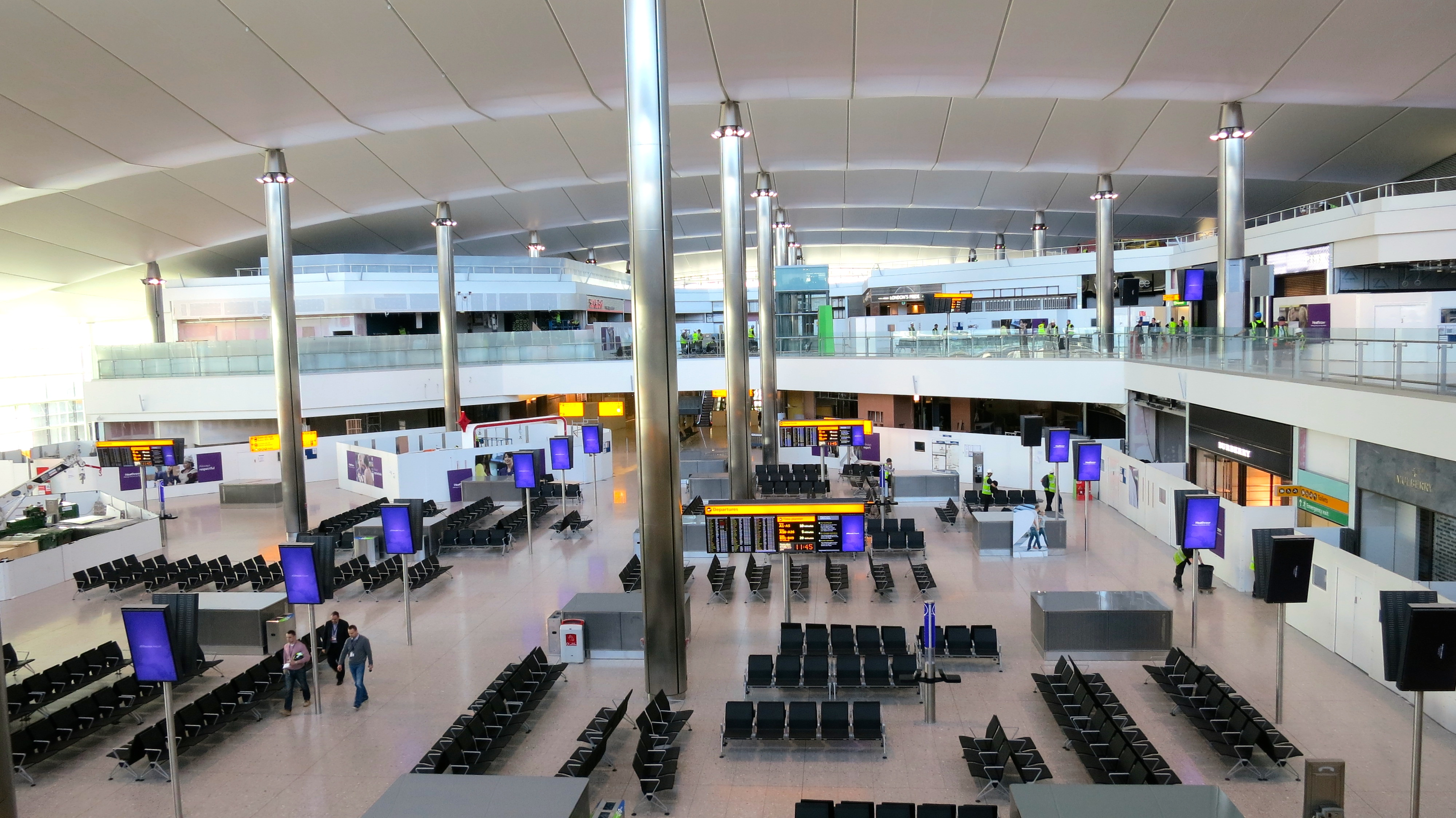 Inside the big bright new Queen's Terminal (T2) at London Heathrow (Photo: Chris McGinnis)