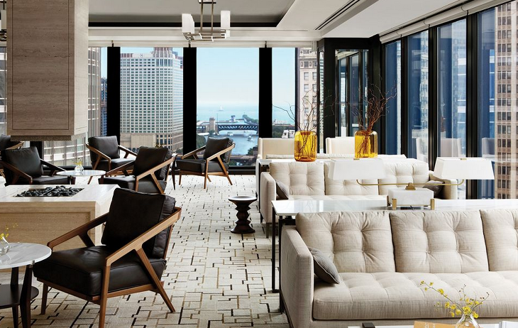 The Langham Chicago executive lounge updates the Mies aesthetic. (Photo: Langham Hotels)