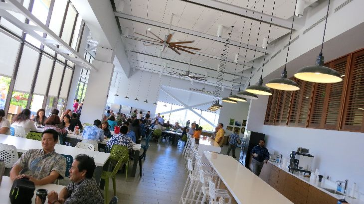 At Hawaiian HQ, eating at desks is forbidden, so the mod new lunchroom fills up fast! (Photo: Chris McGinnis)