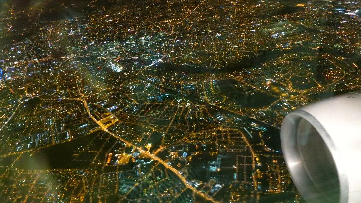 Flying over London at night on a United 767 (Photo: Chris McGinnis)