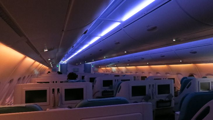 Mood lighting in business class onboard KAL A380 (Photo: Chris McGinnis)