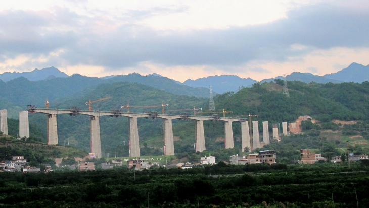 Construction of a high speed rail line near Guangzhou in 2013 (Photo: Wikimedia Commons)