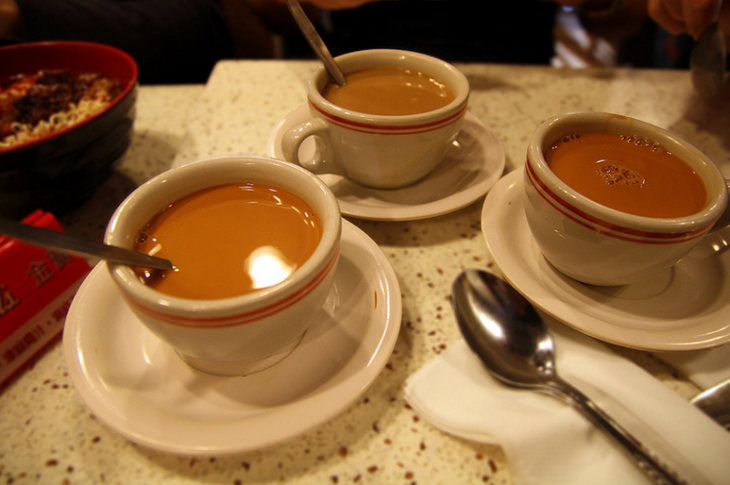 In Hong Kong, coffee is mixed with tea to make yuanyang (Photo: Calvin / Flickr)