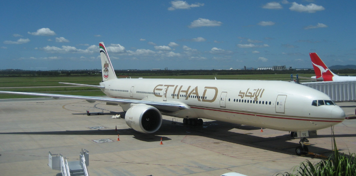 An Etihad B777-300ER flies between LAX and Abu Dhabi (Photo: Wikimedia Commons)