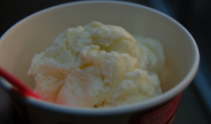 Should flight attendants wake up passengers for ice cream? (Photo: Stu Spivak / Flickr)