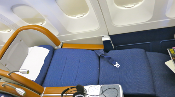 SAS offers angled lie flat business class seats on its A340s (Chris McGinnis)
