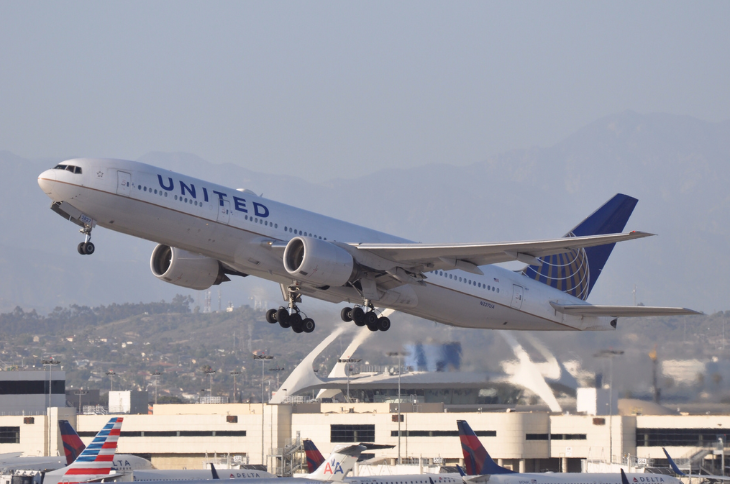 A United 777 takes off from LAX (Photo: Eric Salard / Flickr)