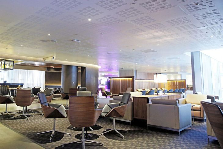 Seating has been increased by 50 percent at the LAX Oneworld Business Lounge. (Image: Qantas)
