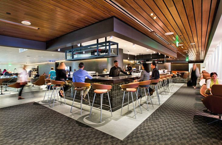 Bar at the expanded Oneworld Business Lounge at LAX. (Image: Qantas)