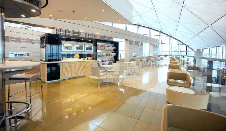Freshly renovated United Club at Hong Kong International (Photo: Chris McGinnis)