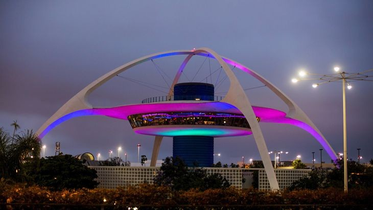 Uber and Lyft pick-ups at LAX could start soon. (Image: Thomas Hawk/Flickr)