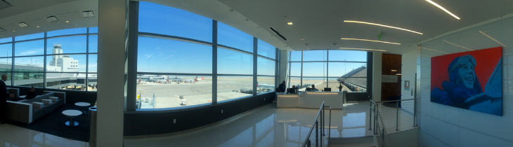 Panoramic east-facing view over SFO Terminal 3 & out to runways (Photo: Chris McGinnis)