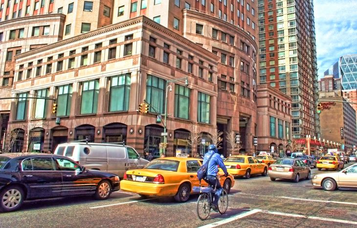 In Manhattan, taxis are losing millions of rides to Uber. (Image: Jim Glab)