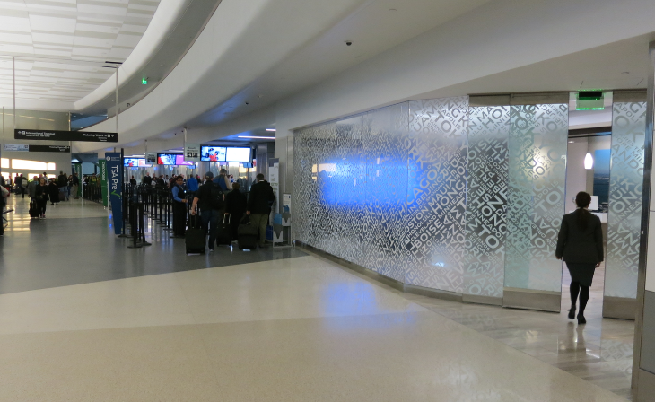 United's exclusive Global Service entrance in Terminal 3 (Chris McGinnis)