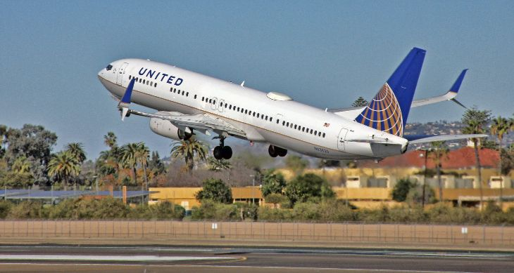 United hopes to lure some former elites back to the airline with big bonuses. (Image: Jim Glab)