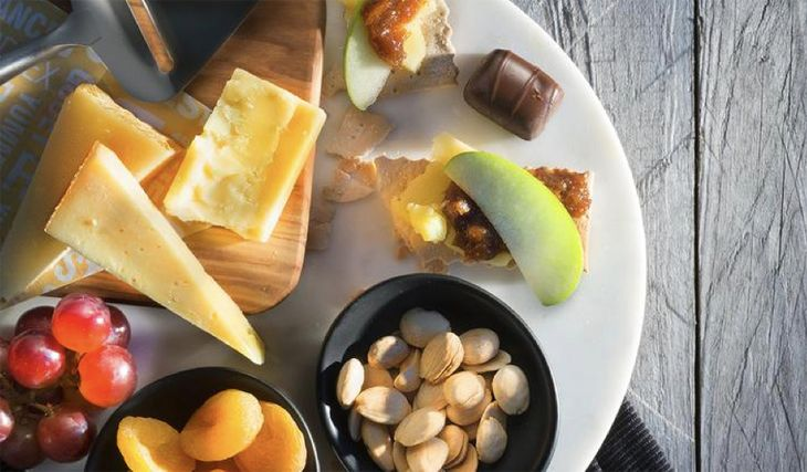 Transcon options include a premium fruit and cheese plate. (Image: Delta)