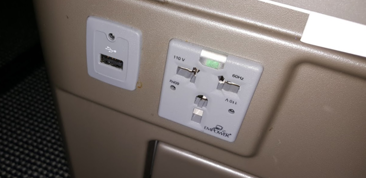 Power ports on BA 787-9 (Scott Hintz)