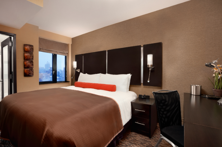 A room at the Howard Johnson Manhattan Soho hotel in NYC (Photo: Wyndham Hotels)