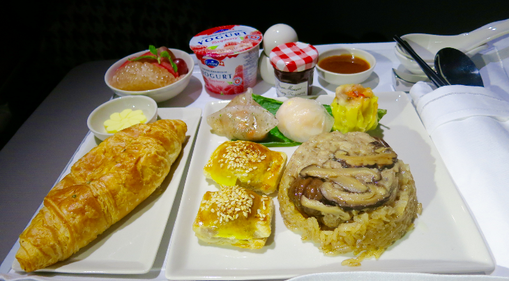 Breakfast onboard Singapore Airlines SQ32 somewhere over the northern Pacific (Photo: Chris McGinnis)