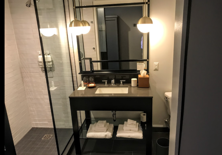Hotel bathroom Kimpton everly