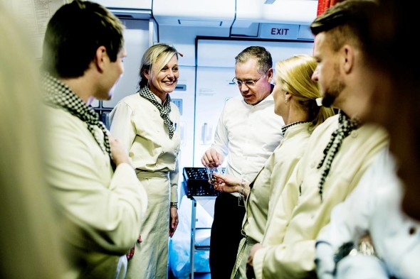 SAS CEO Rickard Gustafson chats with crew in the galley. (Photo: SAS)