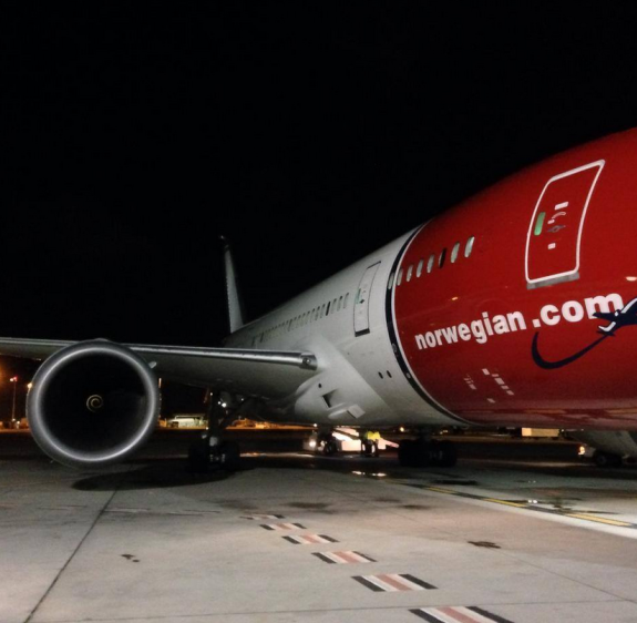 Norwegian Air's first flight limps in 7 hours late (Photo: Oakland Airport)
