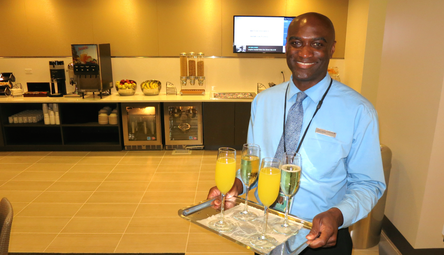 On opening day, United was offering free champagne and mimosas to guests (Photo: Chris McGinnis)