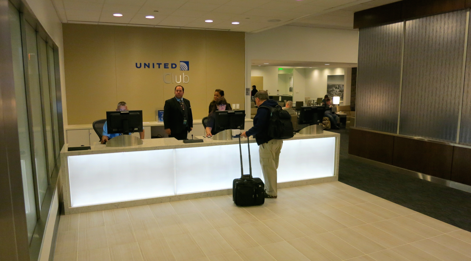 Checking in at the new United Club at SFO's T3 (Photo: Chris McGinnis)