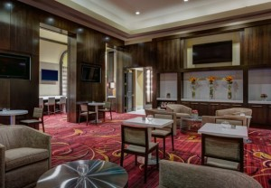 Cheerful seating at the New York Marriott East Side's M Club Lounge (Photo: Marriott)