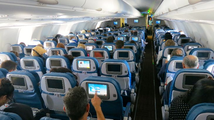 Economy class on Hawaiian's A330 is configured 2-4-2 (Chris McGinnis)