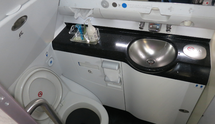 Even the lavatories felt more spacious on KAL's A380- note the counter space (Photo: Chris McGinnis)