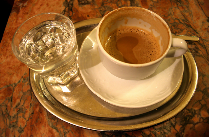 In Vienna, coffee is nearly always served on a silver tray (Photo: Christian Kadluba / Flickr)