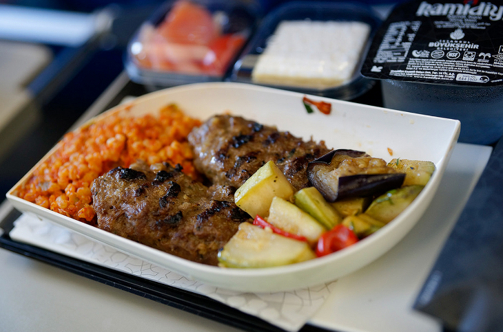 Even economy class meals like this one are impressive on Turkish (Photo: Sergey Melkonov / Flickr)