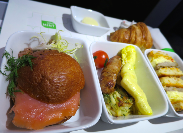 A hearty breakfast on JetBlue's Mint transcon (Chris McGinnis)