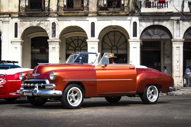 Visitors to Havana will see lots of old U.S.-made cars kept in prime condition. (Image: y.becart/Flickr)