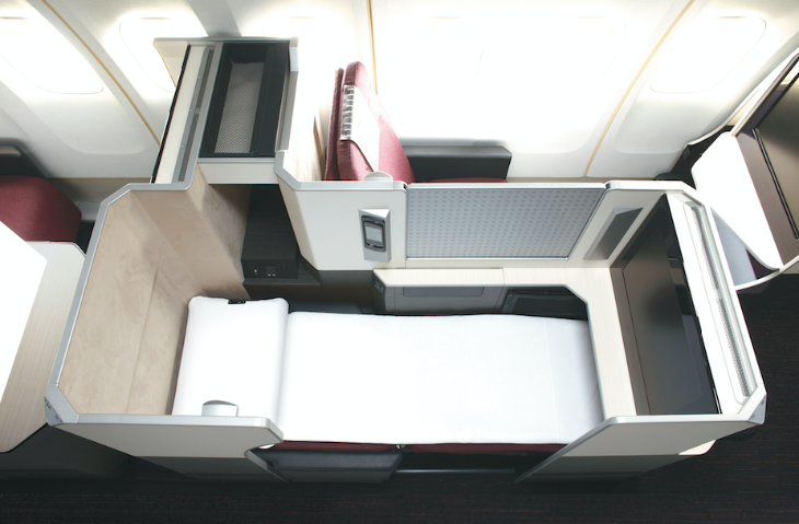 Lie flat business class seats on JAL's Sky Suite 777 (Image: JAL)