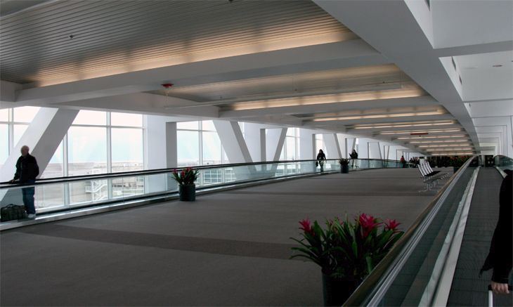 The long connector between Denver's main terminal and Concourse A. (Image: Jim Glab)