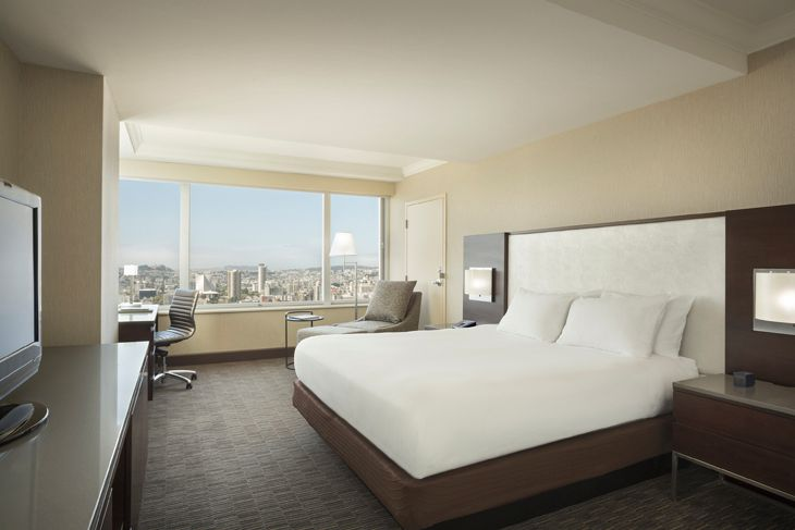 Renovated guest room at the Hilton Union Square in San Francisco. (Image: Hilton)