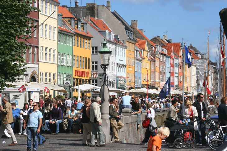 Tourists clog the narrow streets of Copenhagen's popular Nyhavn district. (Image: Jim Glab)