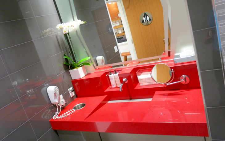 Bright red sinks in restrooms & shower suites at Delta's new SFO Sky Club (Photo: Chris McGinnis)